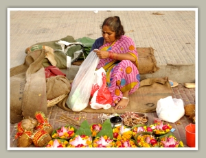 a women was selling prasad in haridwar
